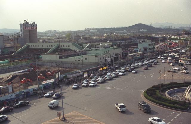 수원, 민자역사 건립 전 수원역 풍경(2000년).jpg