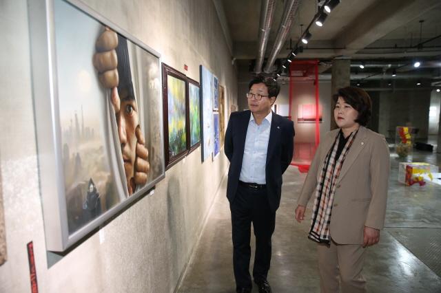 수원시의회, 세계 아티스트 교류전 오프닝 축하.JPG