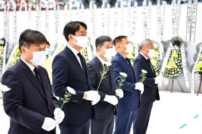 하남, 김상호 하남시장, 이천물류창고 화재 합동분향소 조문(1).JPG