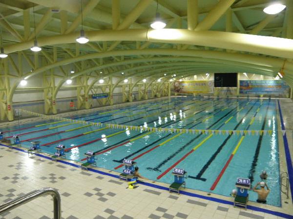이천스포츠센터 (수영장).jpg