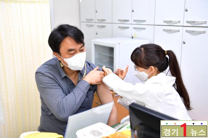 """하남시장 AZ 백신접종, """"백신 안전성 불안해 마시고, 접종 응해 주시길"""".jpg"""